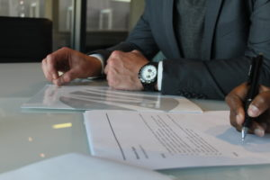 signing-contract-malander-image